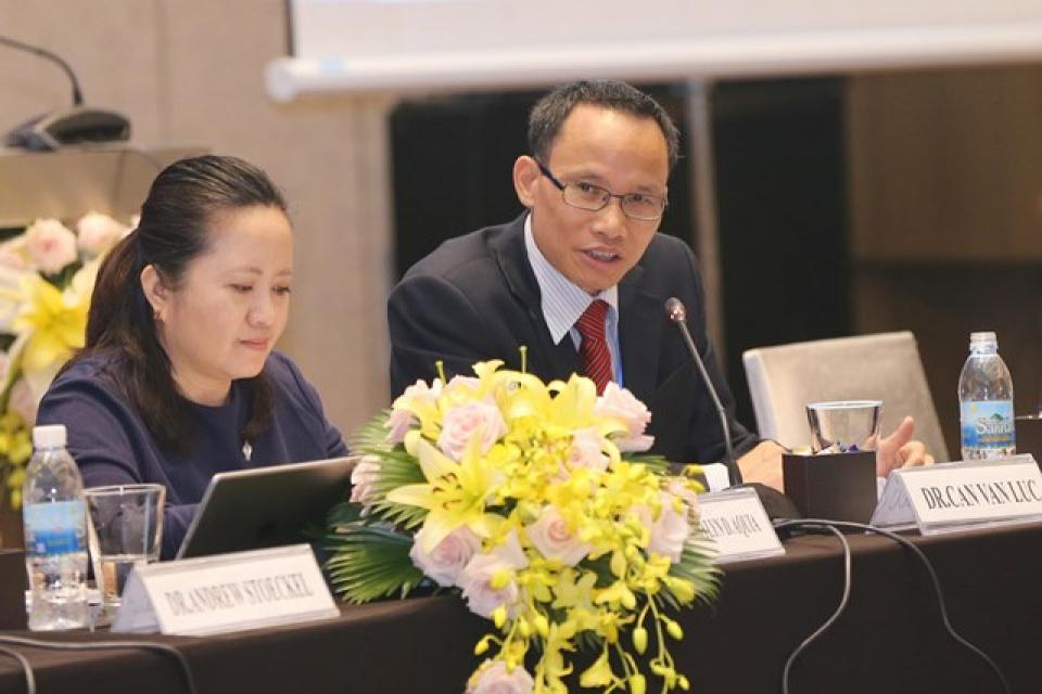 Chuyên gia kinh tế Cấn Văn Lực tham gia điều hành Hội thảo, chia sẻ những đánh giá về khả năng tiến tới hình thành FTAAP. (Nguồn: BTKQG APEC 2017)
