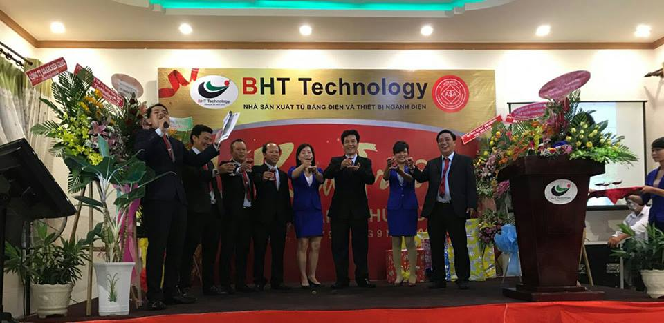 Ban Lãnh đạo BHT nâng ly chúc mừng cho Chi nhánh Phú Quốc